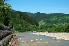 Río y colinas Fotografía de archivo