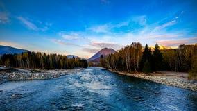 Río y espadaña helados en China del noroeste Imagenes de archivo