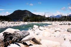 Río y montañas Imágenes de archivo libres de regalías
