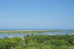 Río y Océano Atlántico de Tolomato en St Augustine, FL LOS E.E.U.U. Fotografía de archivo