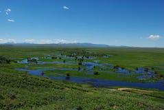Río y pradera cerca de Walden, Colorado Foto de archivo