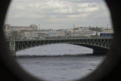 Río y puente Fotos de archivo libres de regalías