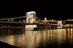 Río y puente, Hungría de Budapeste Imágenes de archivo libres de regalías
