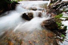 Río y roca Fotos de archivo