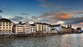Río y Zurich de Limmat Imagen de archivo libre de regalías