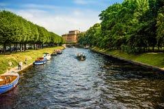 Ríos y canales en St Petersburg. foto de archivo