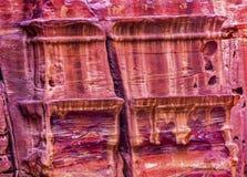 Różanej rewolucjonistki skały Grobowcowa ulica fasady Petra Jordania Obrazy Royalty Free