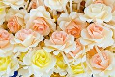 Różani drewno kwiaty umieszczający przy kremacją Fotografia Stock