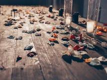 Różani płatki przy nightlight zdjęcie royalty free