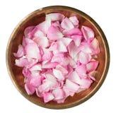 Różani płatki w miedzianym talerzu Obraz Royalty Free
