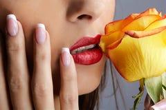 różany dziewczyny kolor żółty fotografia stock