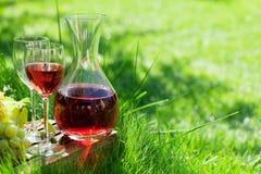 Różany wino i winogrona zdjęcia stock