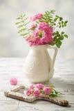 Róże Na lustrze Zdjęcia Stock