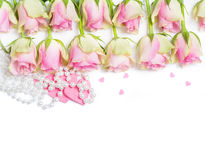 Róże, serca, perełkowa kolia, walentynka dzień Obraz Royalty Free