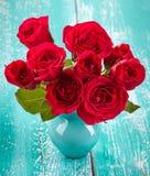 Róże w wazie obraz royalty free