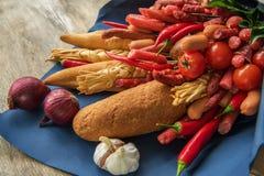 Różne kiełbasy serowy i gorący pieprz Zdjęcia Royalty Free