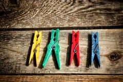 Różne kolor klamerki odziewają Obraz Royalty Free