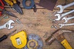 Różne narzędzie dostawy na drewnianym tle Obraz Stock