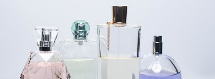 Różne pachnidło butelki na białym tle Mydlarnia, kosmetyki Sztandar dla strony internetowej zdjęcia stock