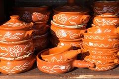Różne pamiątki puszkują w greckim prezenta sklepie, Grecja Obraz Stock