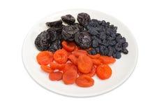 Różne tradycyjne wysuszone owoc na naczyniu na białym tle obraz stock