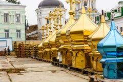 Różne złote kopuły dla sprzedaży w Kijowskim Pechersk Lavra fotografia stock