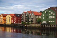 Różni barwioni domy w Trondheim, Norwegia obrazy stock