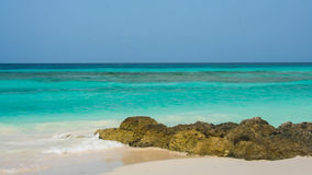 Różni cienie błękity w tropikalnym morzu Fotografia Royalty Free