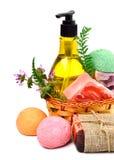 Różni handmade mydła, kąpielowe bomby, gel i ziele w baske, zdjęcie stock