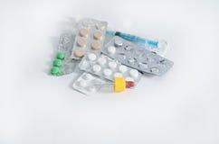 Różni lekarstwa w bąbel paczkach Zdjęcia Royalty Free