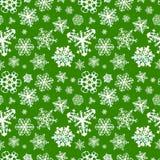 Różni nowożytni płatki śniegu na zielonym tle Fotografia Stock