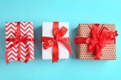 Różni prezentów pudełka na koloru tle Obraz Royalty Free