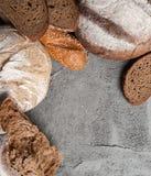 Różni typ chleb na betonują wierzchołek z miejscem dla te Zdjęcie Stock