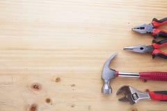 Różnica instrumenty na drewno stole obraz stock
