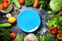 Różnorodna świeżych warzyw żywność organiczna dla zdrowego na wieśniaka plecy fotografia stock