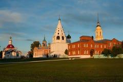 Różnorodne świątynie I Belltower Na wniebowzięcie katedry kwadracie Wewnątrz Zdjęcia Royalty Free