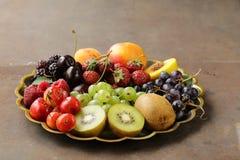 Różnorodne świeże organicznie jagody Fotografia Royalty Free