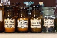 Różnorodne aptek butelki homeopatyczna medycyna zdjęcie royalty free