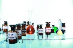 Różnorodne apteki medycyny butelki odizolowywać fotografia stock