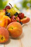Różnorodne dojrzałe owoc na talerzu Obrazy Royalty Free