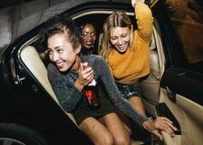 Różnorodne kobiety w tylnym siedzeniu taksówka fotografia royalty free