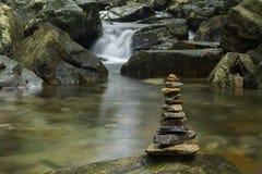 Różnorodne kształtne brogować zen skały obrazy royalty free