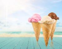 Różnorodne lody piłki w gofrów rożkach zdjęcie royalty free