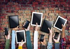Różnorodne ręki Trzyma Cyfrowego telefon komórkowego i pastylkę Fotografia Stock