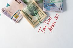 Różnorodne waluty używać ilustrować kanadyjskiego podatku dzień - Kwiecień 30 obraz stock