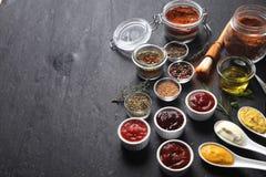 Różnorodni Condiments na stole z kopii przestrzenią Zdjęcia Stock