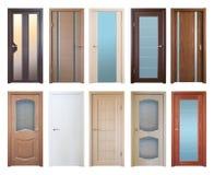 Różnorodni drewniani drzwi, odizolowywający nad bielem Zdjęcie Royalty Free