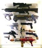 Różnorodni fantastyka naukowa pistolety, bronie w fantastyka naukowa eksponacie przy MoPOP w Seattle i zdjęcia royalty free