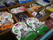 Różnorodni gatunki dziecko produkty na pokazie podczas gdy mieć promocje na wybranych rzeczach przy CS supermarketem, Bangi Fotografia Royalty Free