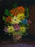 Różnorodni kolorowi kwiaty w wazie na stole royalty ilustracja